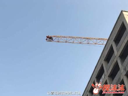 000万 今天西宁一建筑工地工人爬塔吊讨薪 西宁资讯 西宁搅沫沫社区图片