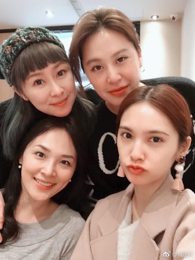 杨丞琳和4inlove18年后重聚,只剩杨丞琳未当妈,被粉丝表白叫妈