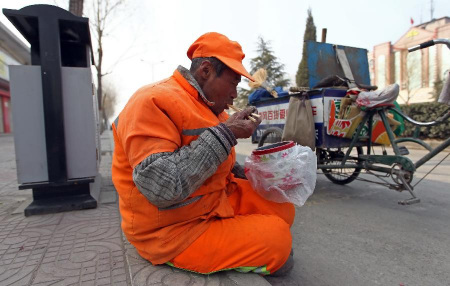 西宁这家牛肉面馆每周五为环卫工提供免费早餐!