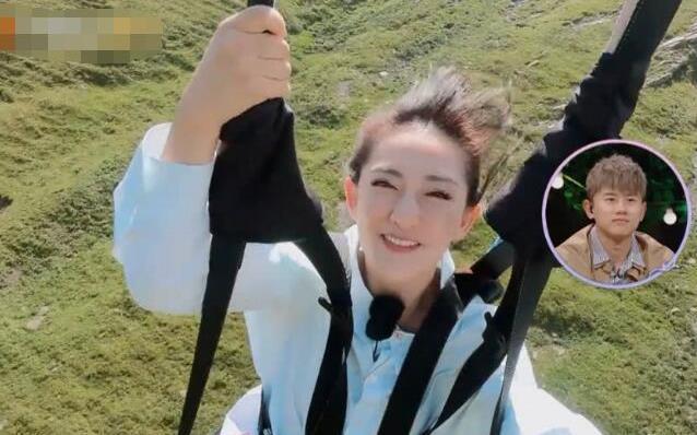 谢娜挑战空中项目,谁注意到她身上被吹飞的东西?网友:好尴尬!