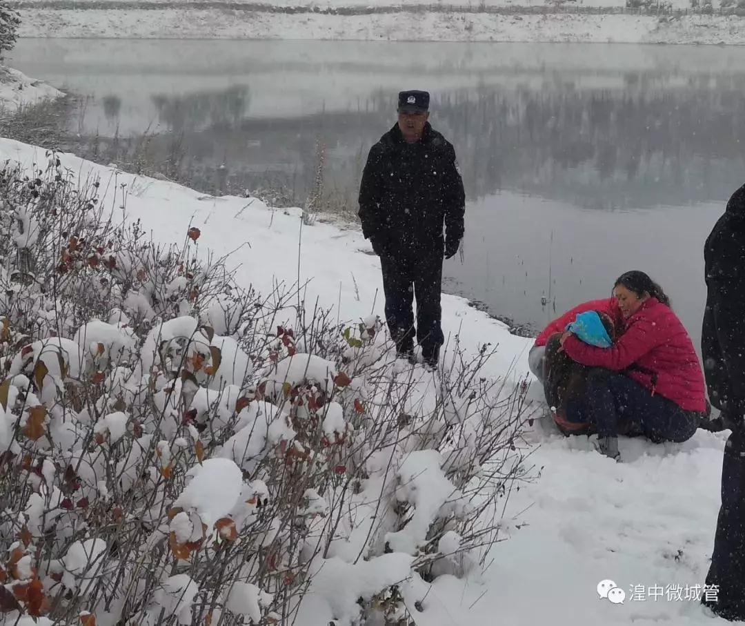 大雪天,一女子突然跳入湟中莲花湖…