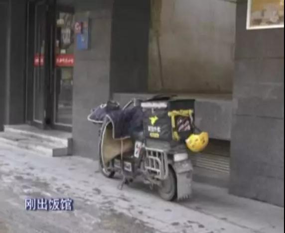 西宁一外卖小哥骑车撞倒行人致其骨折!电瓶车上路行驶规则再次引发思考...