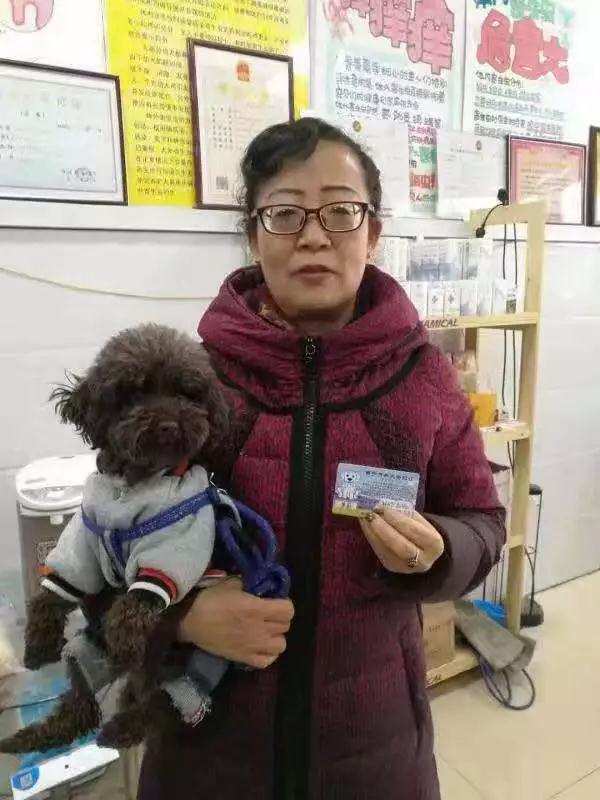 """今天,西宁城管办出首张""""养犬登记证"""",快看怎么办?"""