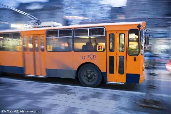 紧急!发生在西宁71路公交车上...