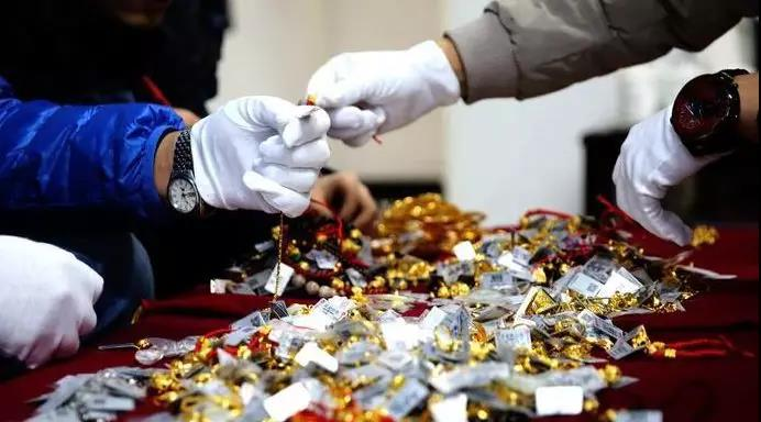 西宁一金店上百万元黄金被盗…