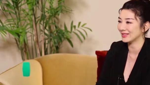 黄毅清为什么离婚后也不放过她,黄奕首次曝出其中的原因