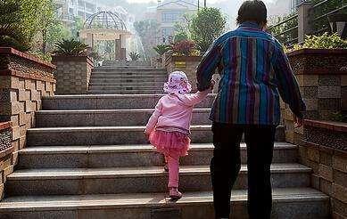 同事离婚两年多,出去都让前?#29260;?#26469;带孩子,这算啥水平?