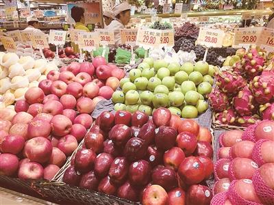 一个苹果5元钱 一把樱桃近20元  西宁水果为何变贵族