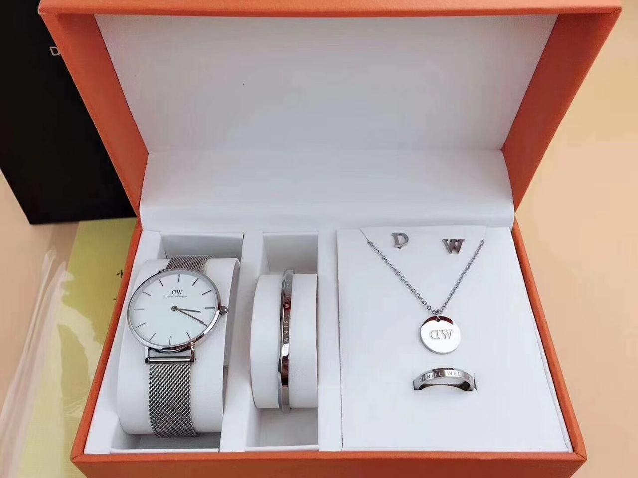手表套装出售    188一套
