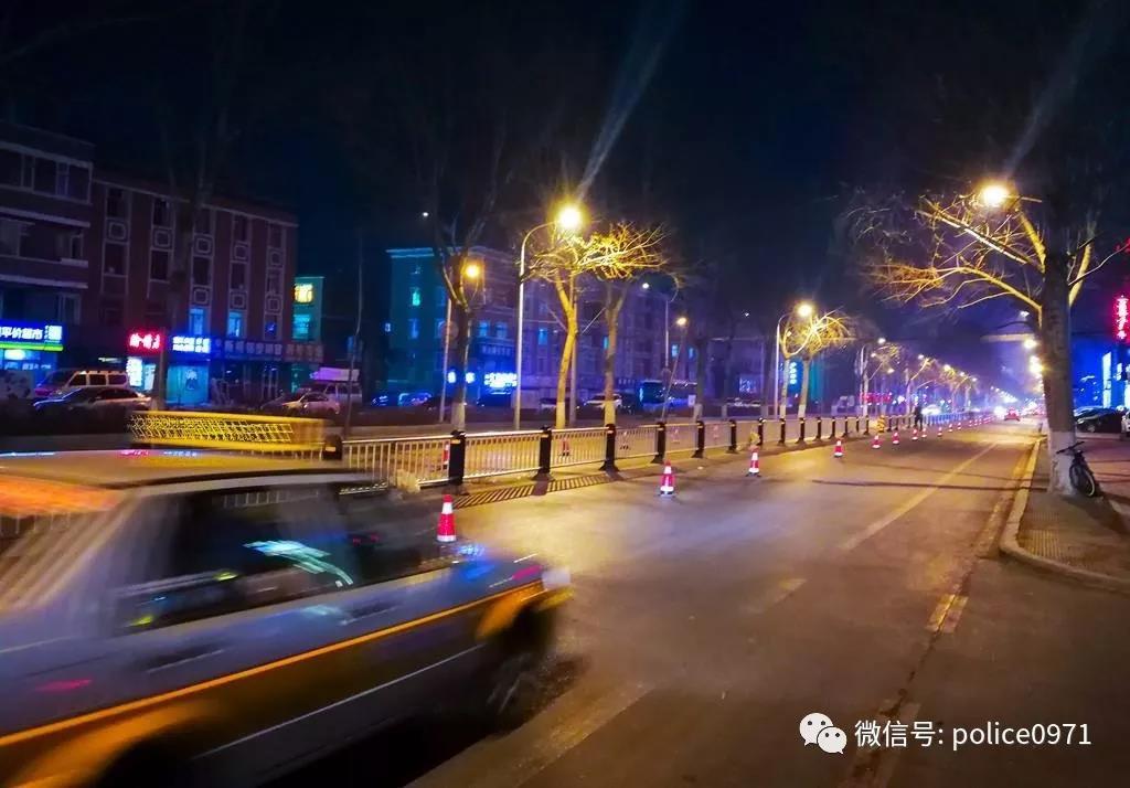 西宁一出租车司机不让乘客下车,疯狂向前疾驶...