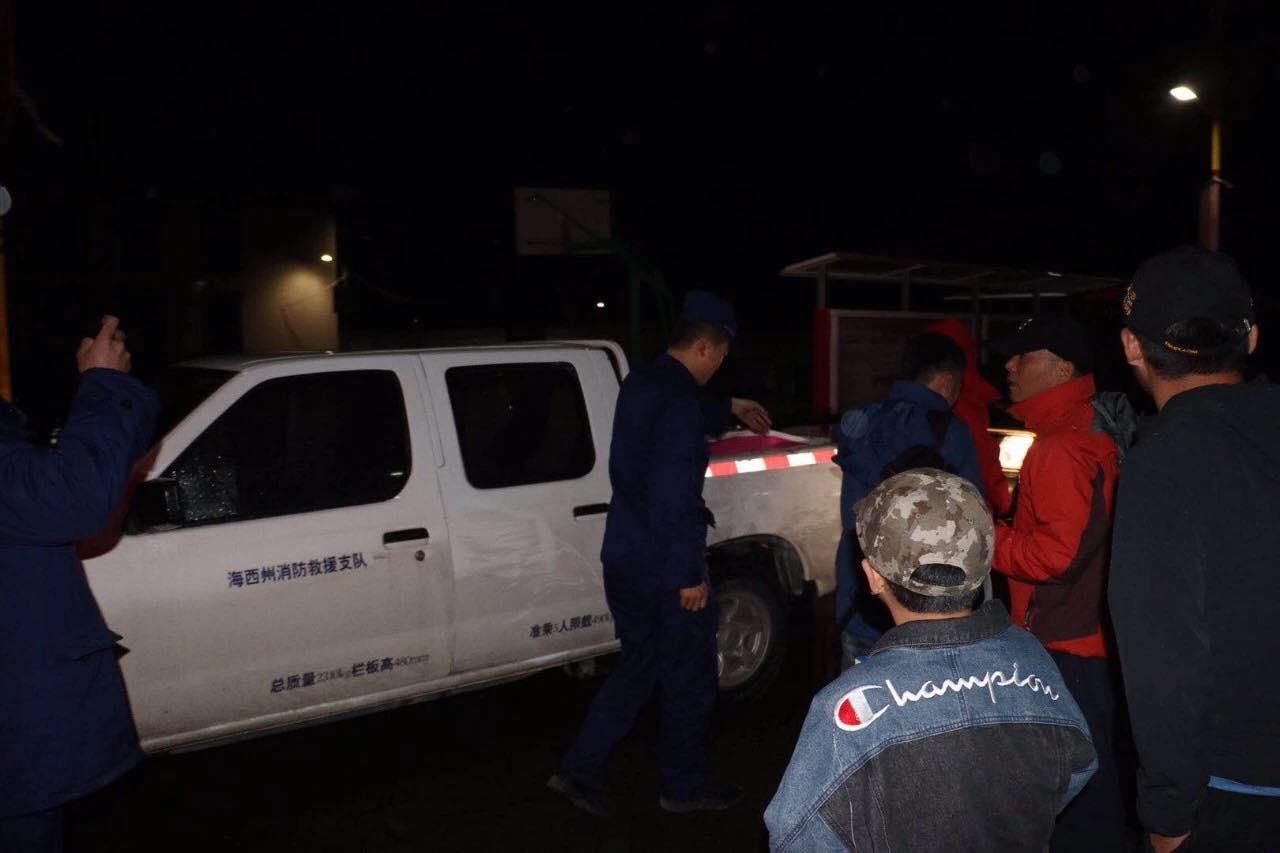 16人被困哈拉湖沼泽地获救